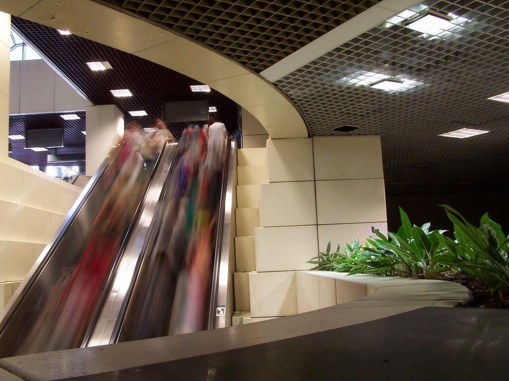busy mall escalator